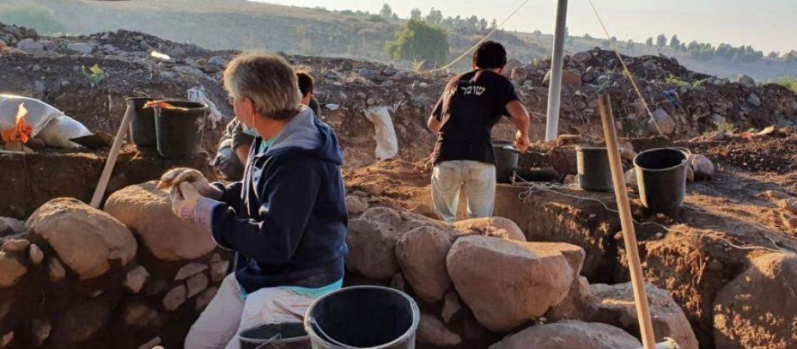 arqueologos-em-escavacao